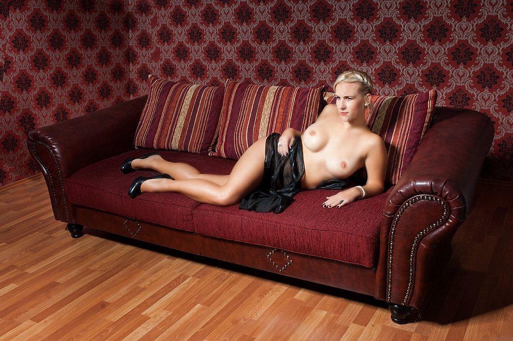 Kathrin-Studio-nude-018.jpg